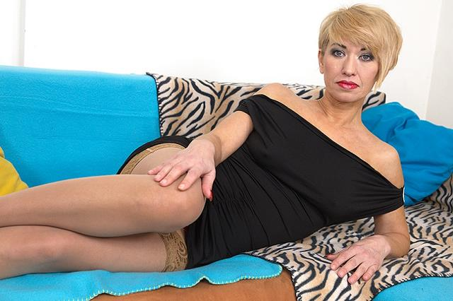 Eliena (44) - hot mom doing her toyboy