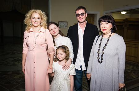 Мария Порошина с семьей