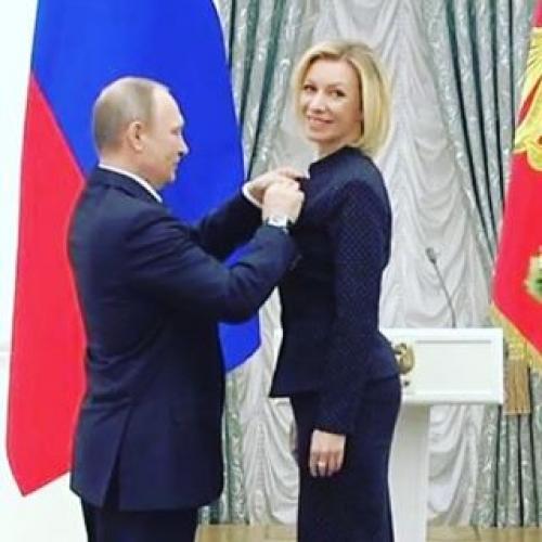 Селфи Марии Захаровой принесло ей статус секс-символа