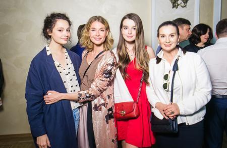 Любовь Толкалина с дочерью и Екатерина Стриженова с дочерью