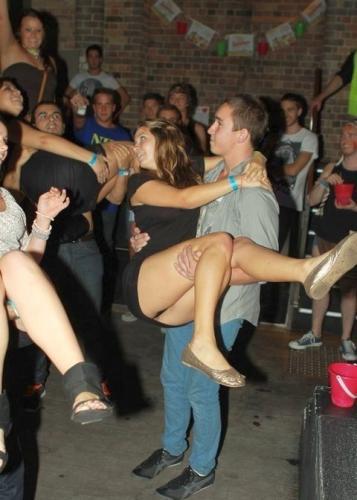 девушку в клубе без трусов видео-фю2