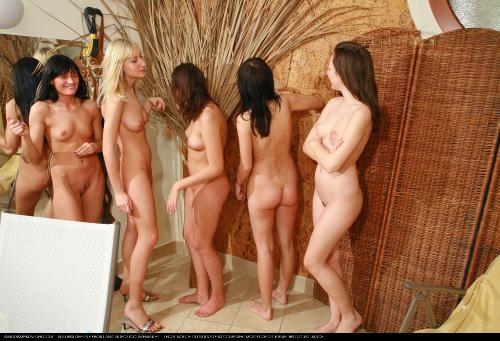 pics of youthful naked girls